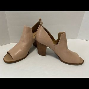 Lucky Brand soft cutout leather bootie. SZ:7
